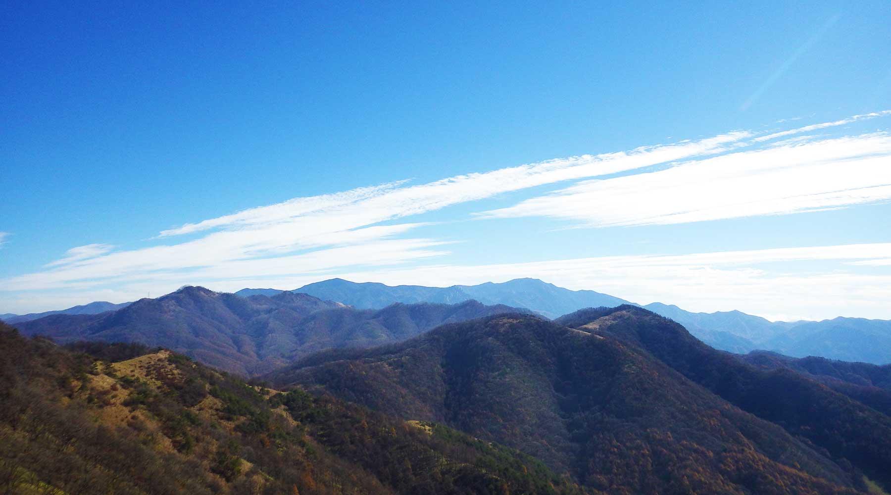 飯盛山山頂から見た奥秩父方面