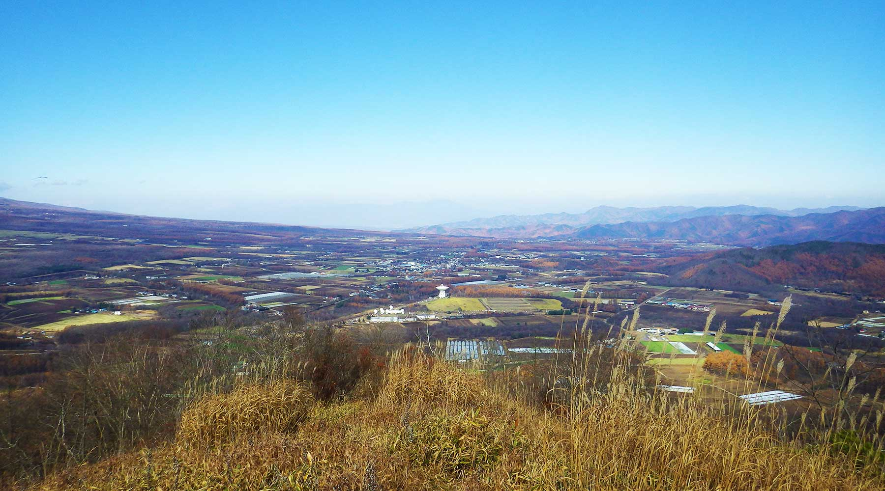 平沢山から見た国立天文台野辺山宇宙電波観測所