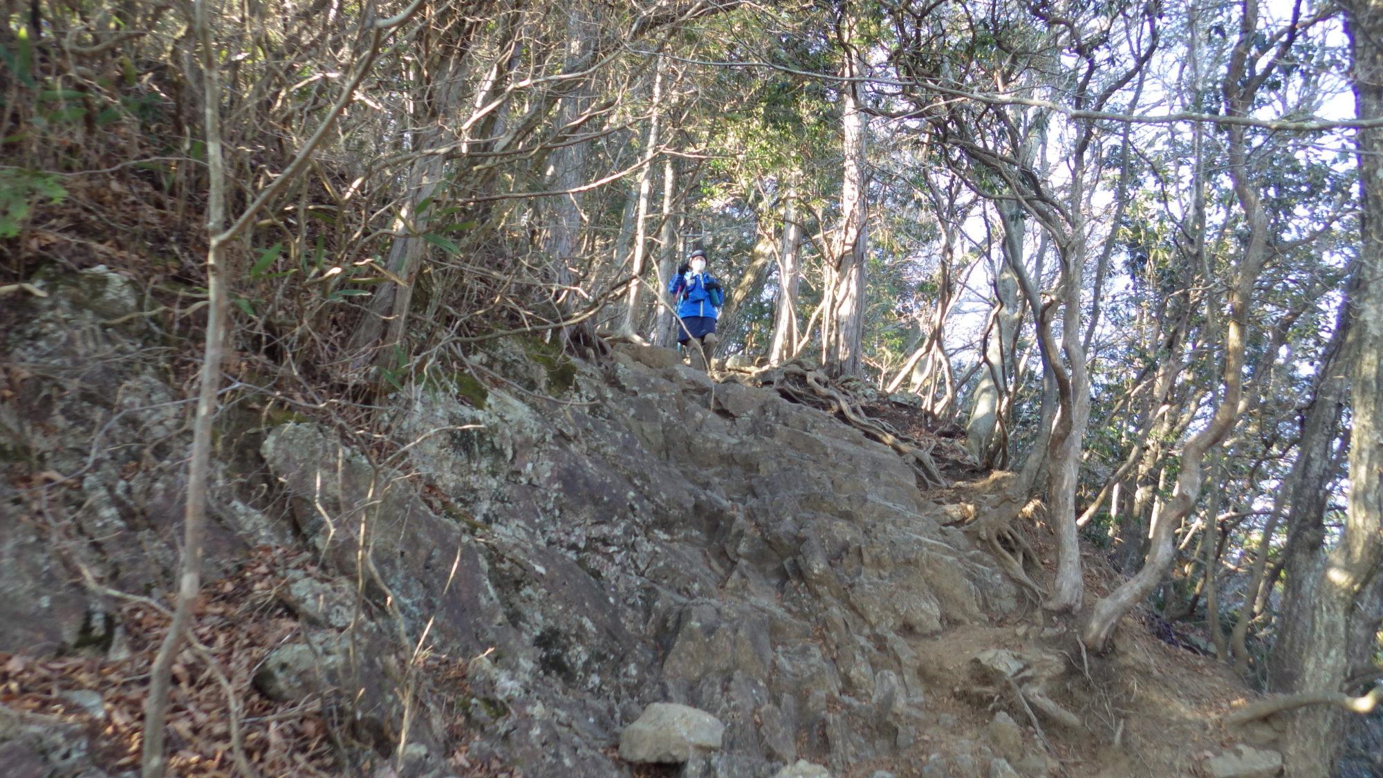 大岳山の岩場の下り