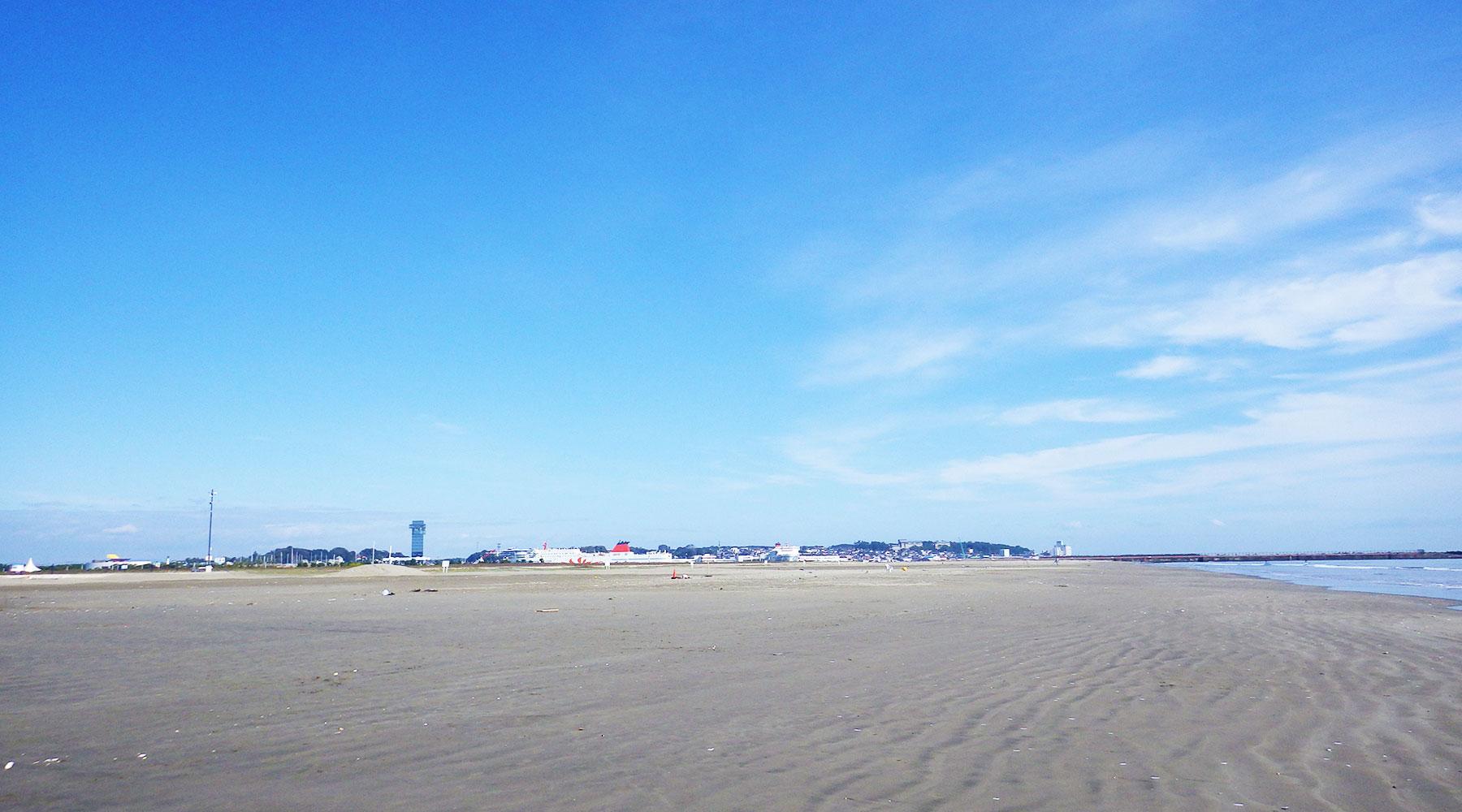 大洗サンビーチの砂浜と大洗港