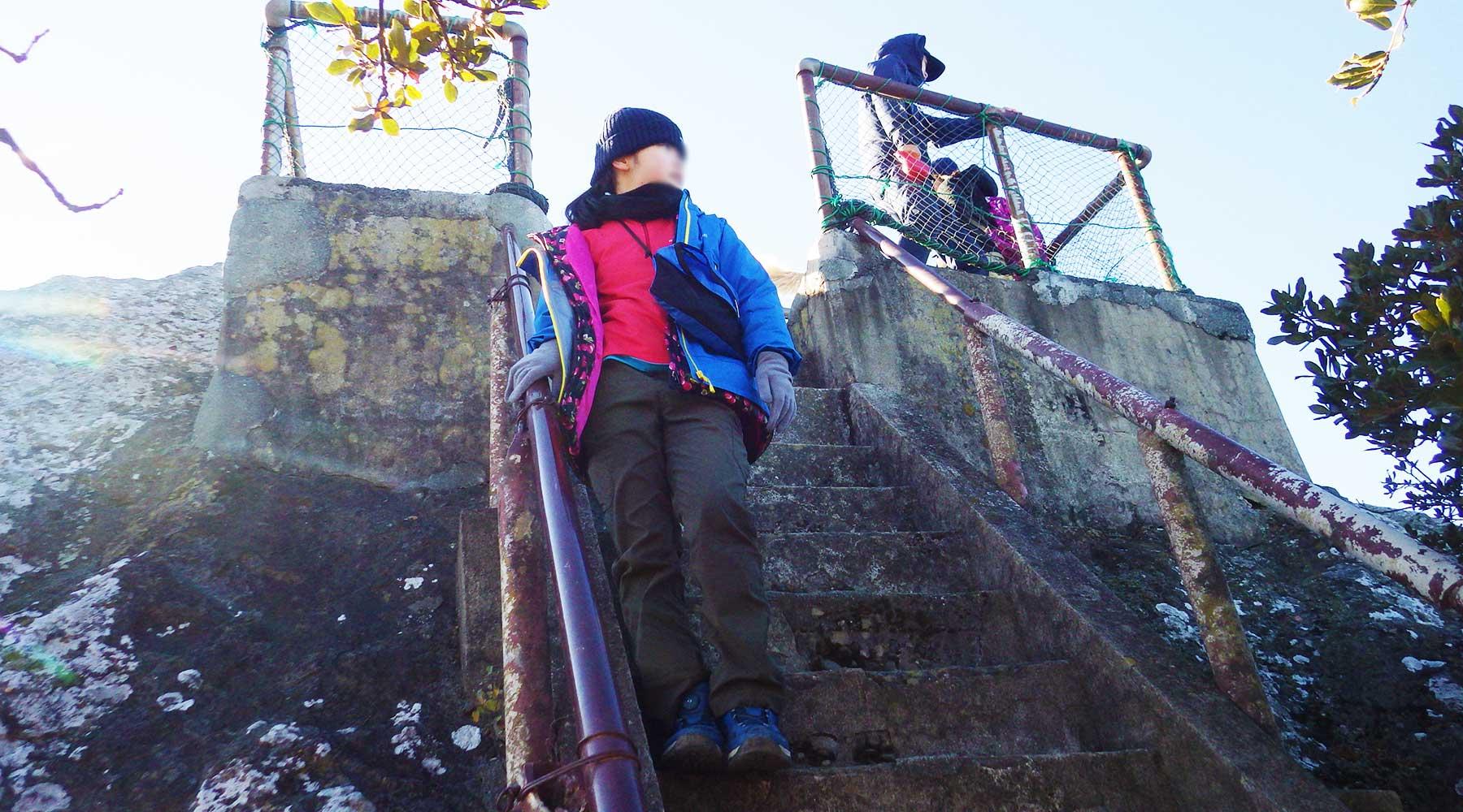 烏帽子山山頂展望台への階段
