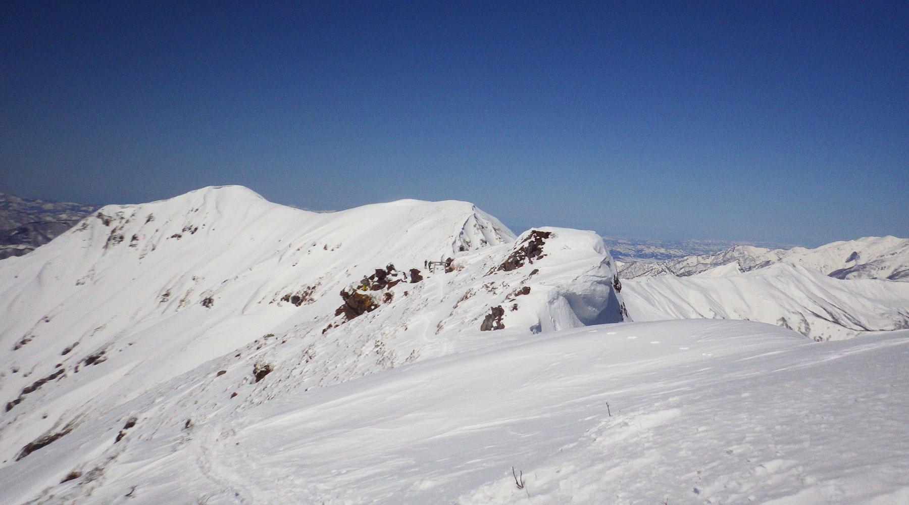 谷川岳・オキの耳の奥に続く奥の院方面