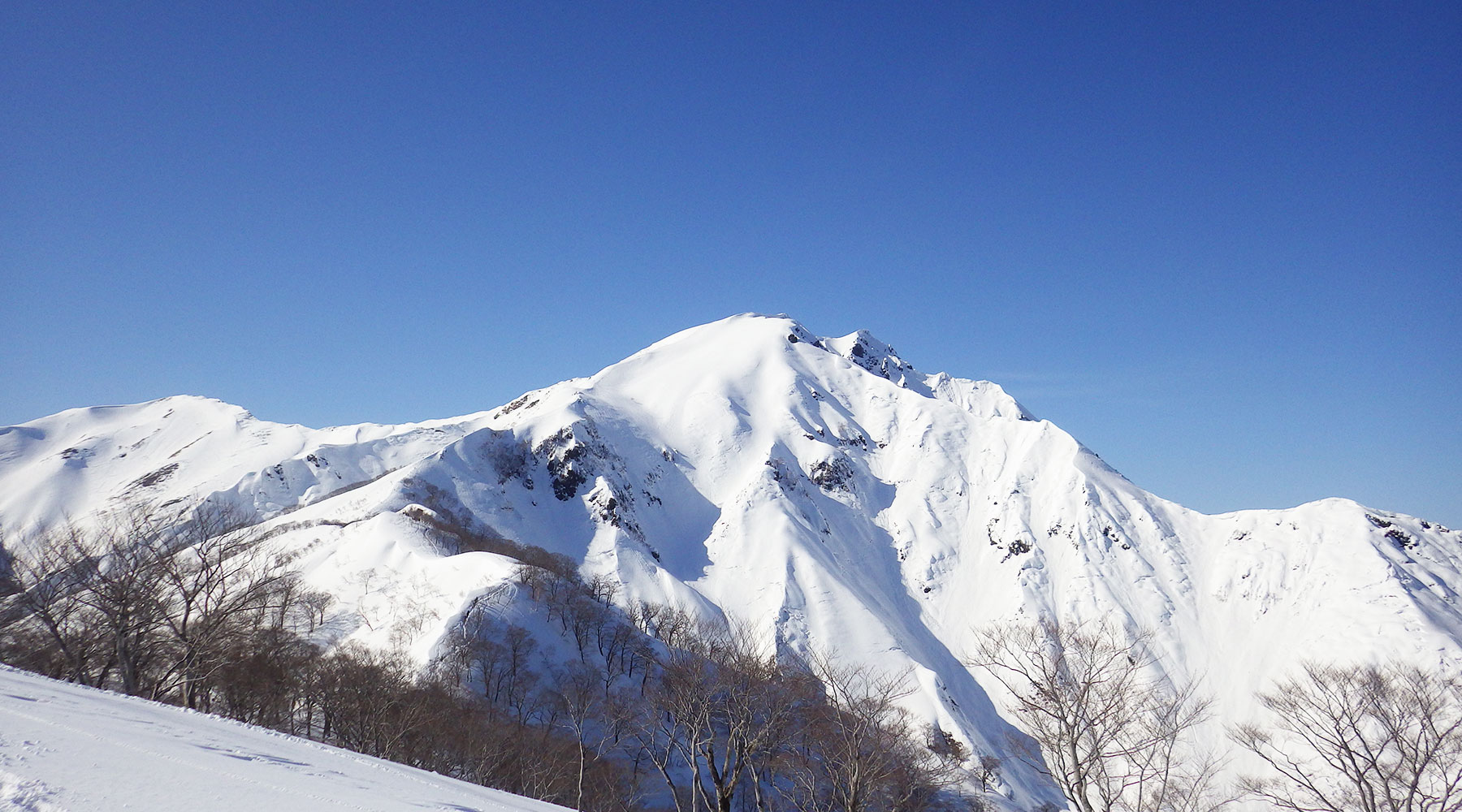 天神平から見た谷川岳