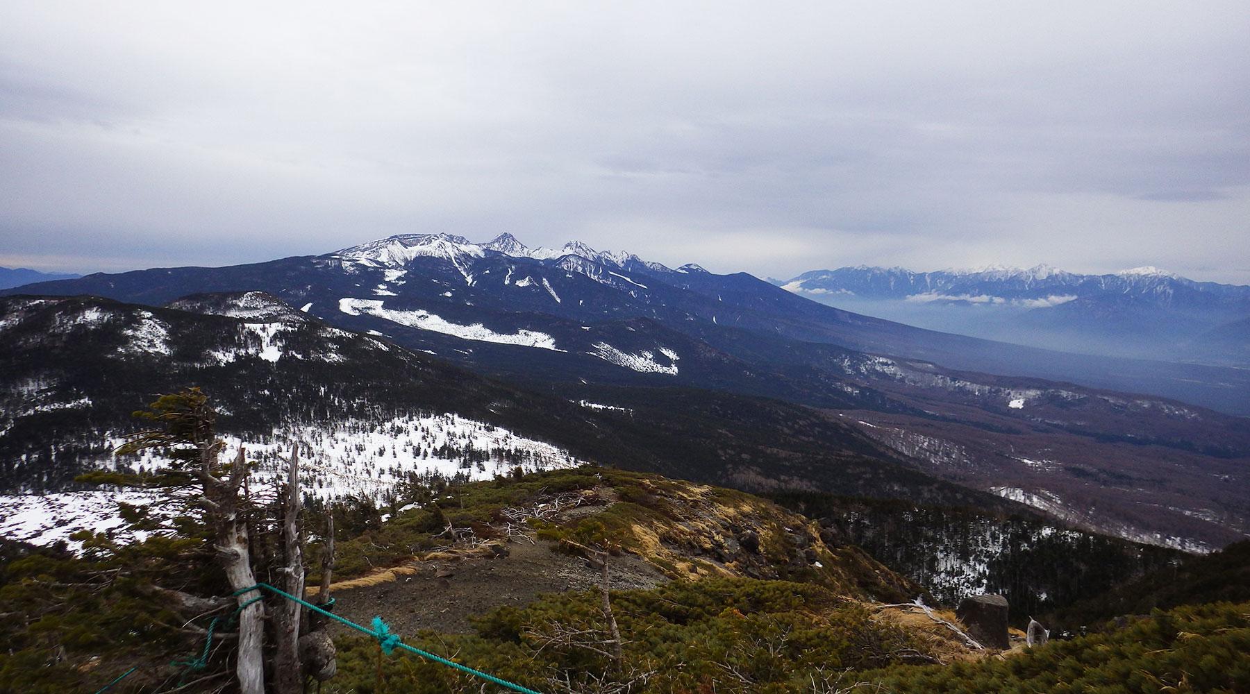 北八ヶ岳・北横岳南峰から見た南八ヶ岳方面