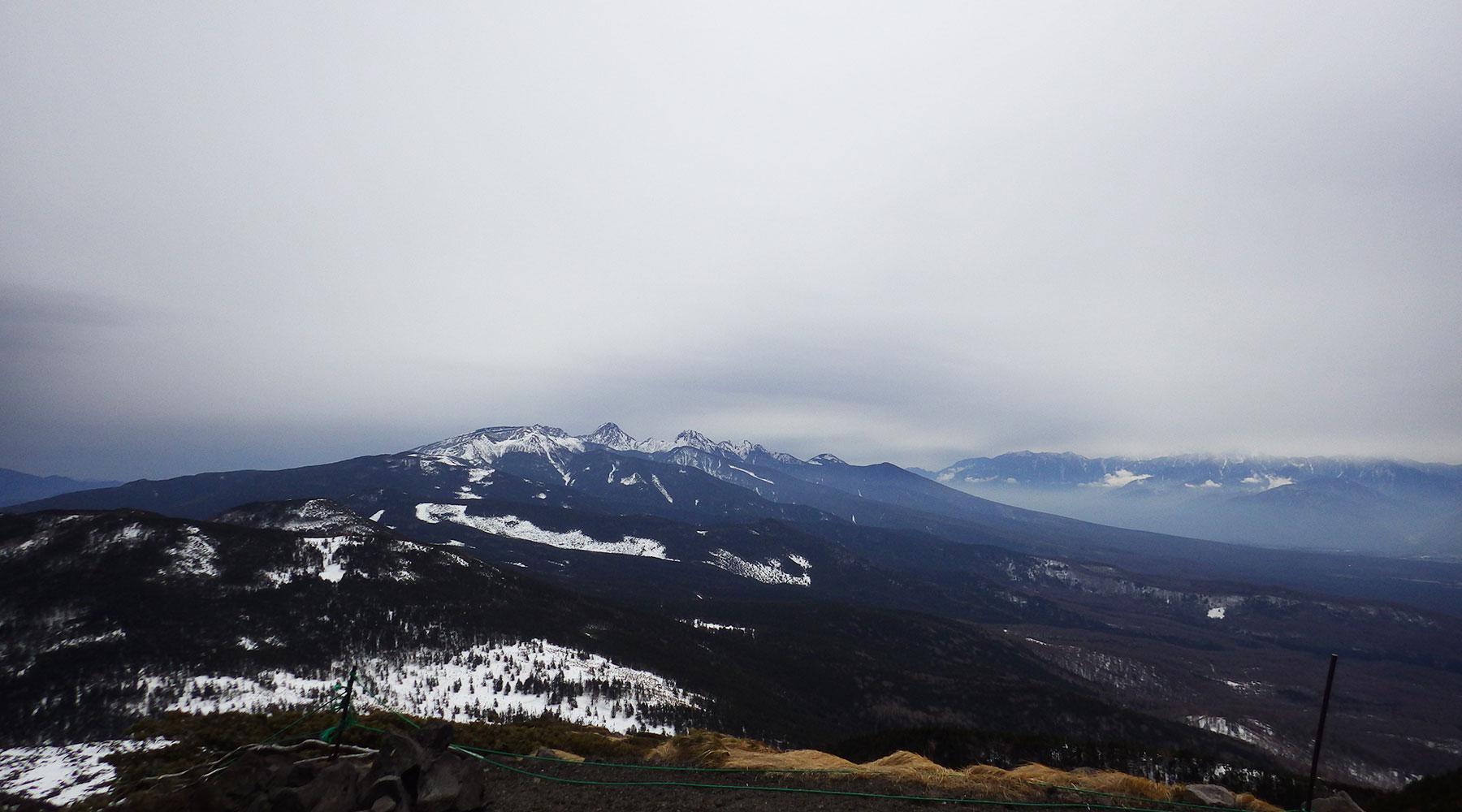 北横岳南峰からのは南八ヶ岳の眺め