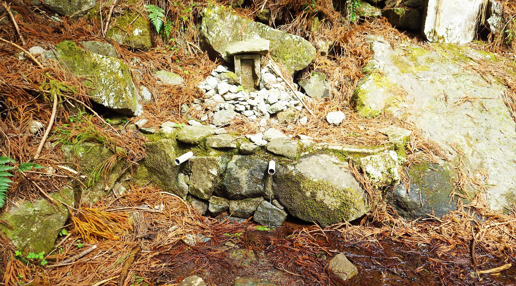 筑波山・御幸ヶ原コース中間辺りにある水場
