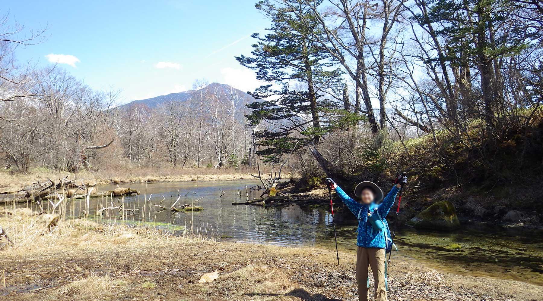 泉門池と男体山