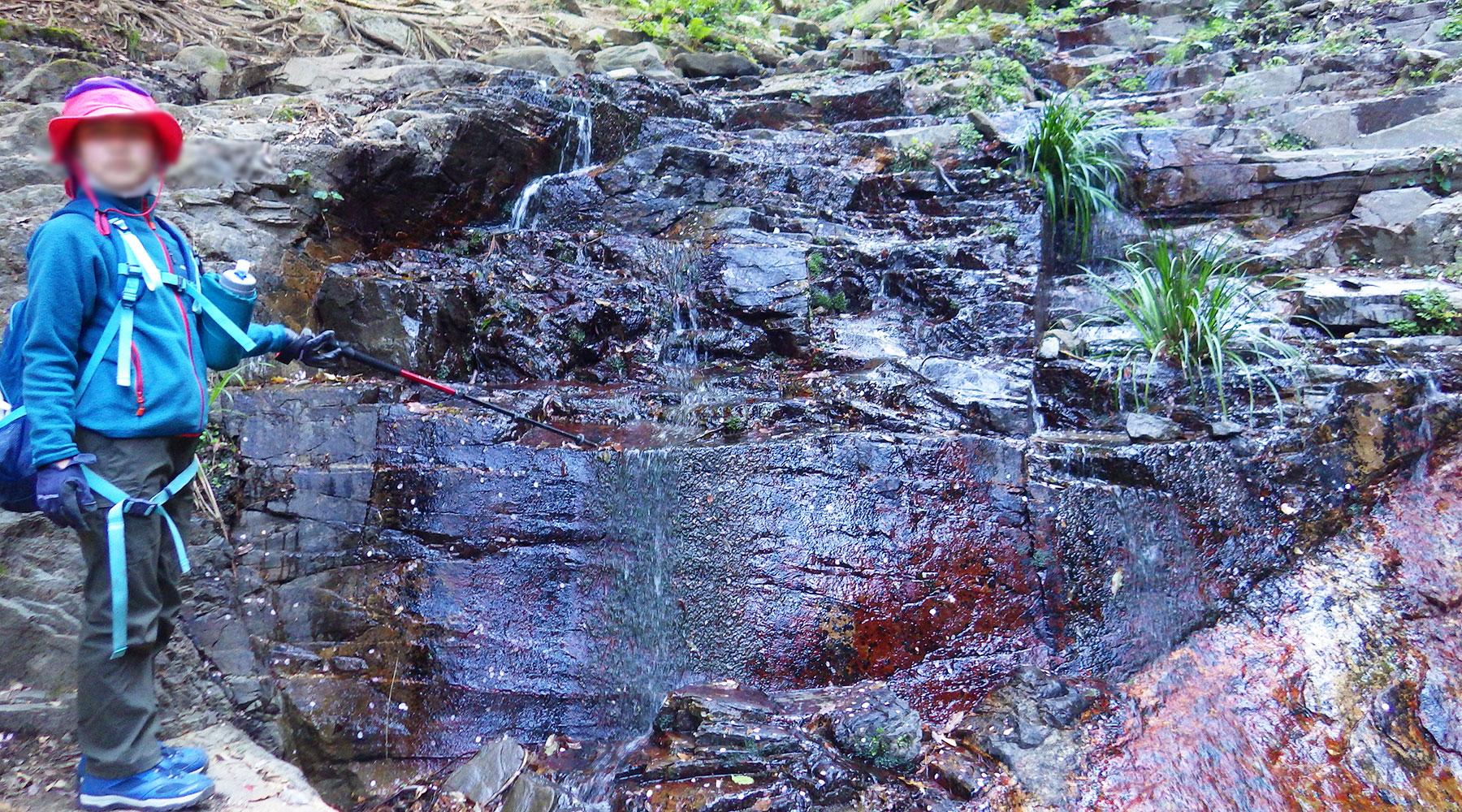 宝篋山・極楽寺コースの小滝