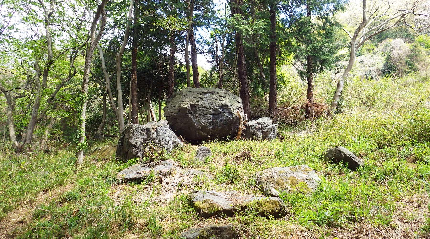 宝篋山極楽寺コース・ニコニコ岩